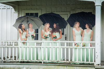 Leanne & Dawson | Georgetown Wedding photography, bridal party pose ideas, fun wedding party pose ideas, wedding photography in the rain, rainy wedding photos
