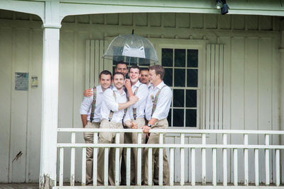 Leanne & Dawson | Georgetown Wedding photography, bridal party pose ideas, fun wedding party pose ideas, wedding photography in the rain, rainy wedding photos
